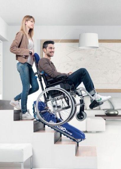 Dispozitiv seria 04 pentru urcarea treptelor cu scaune cu rotil