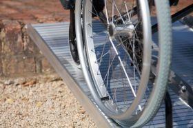 Rampa mobila pliabila pentru scaun cu rotile si persoane handicap din aluminiu 610 mm
